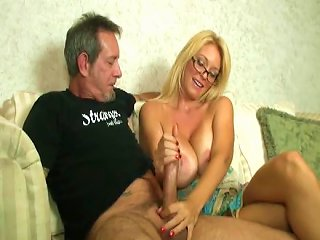 Arousing MILF Likes To Be Fucked